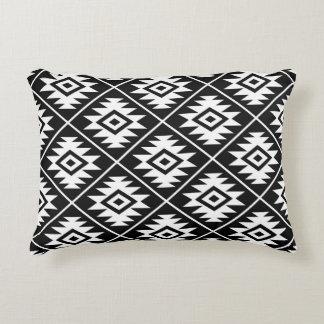 Almofada Decorativa Preto estilizado & branco do símbolo asteca 2Way