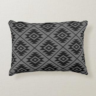 Almofada Decorativa Preto estilizado do teste padrão do símbolo asteca