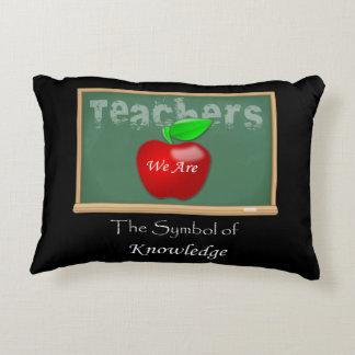 """Almofada Decorativa """"Professores"""" nós somos o símbolo do conhecimento"""