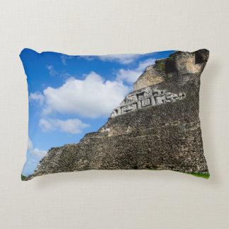 Almofada Decorativa Ruína maia de Xunantunich em Belize