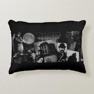 Almofada Decorativa Travesseiro decorativo Paranormal da colagem