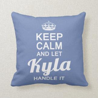 Almofada Deixe o punho de Kyla ele