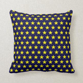 Almofada Dekokissen azul de noitada com estrelas amarelas