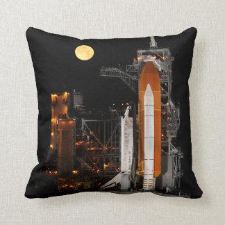 Almofada Descoberta e lua do vaivém espacial