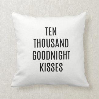 Almofada Dez mil travesseiros decorativos dos beijos