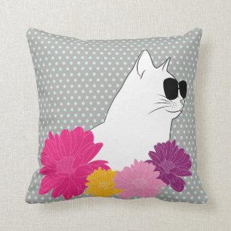 """Almofada Do """"gato verão"""" com sunglass e flores da coloração"""