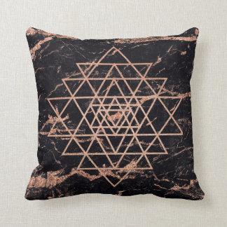 Almofada Dos triângulos cor-de-rosa do ouro do pêssego da