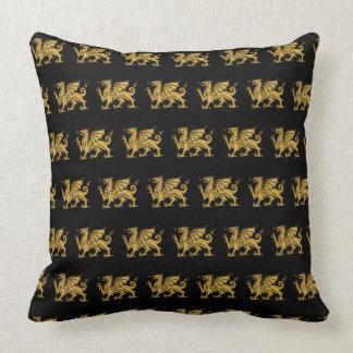Almofada Dragão dourado preto
