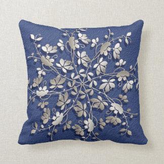 Almofada elemento de prata floral