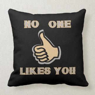 Almofada Emoji: Ninguém gosta de você