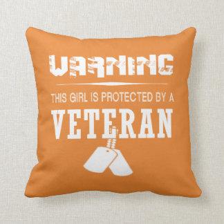 Almofada Esta menina é protegida por um veterano