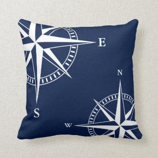 Almofada Estrela náutica branca, compasso, no travesseiro