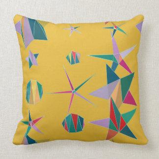 Almofada Estrelas e travesseiro amarelos e coloridos das