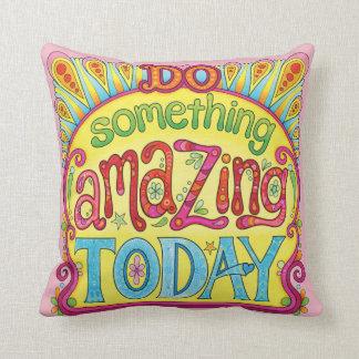 """Almofada """"Faça algo que surpreende hoje"""" o travesseiro -"""
