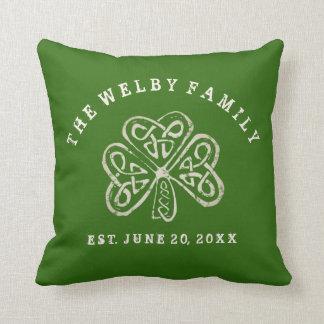 Almofada Família irlandesa Est do trevo artística. Data