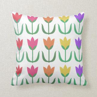 Almofada Fileiras coloridas das tulipas do primavera do