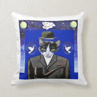 Almofada Filho do gato - travesseiro da paródia de Magritte