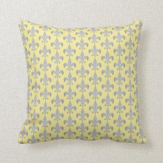 Almofada Flor de lis no teste padrão completo amarelo