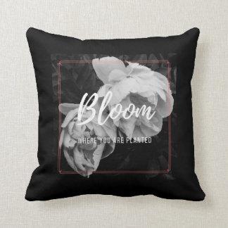 """Almofada """"Flor onde você é"""" travesseiro plantado"""