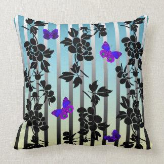 Almofada Flores abstratas do vetor com buutterflies azuis