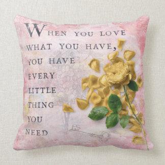 Almofada Flores dos rosas com sabedoria Dizer-cor-de-rosa
