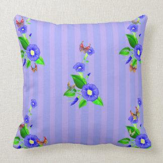 Almofada Flores e borboletas azuis do vetor