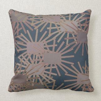 Almofada Flores quadradas loucas no travesseiro azul e