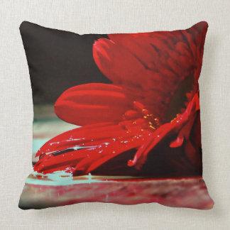 Almofada Flores vermelhas do Gerbera da margarida