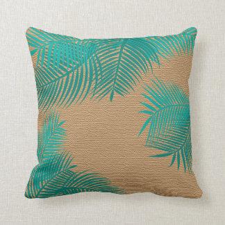 Almofada Folhas de palmeira da cerceta na serapilheira do