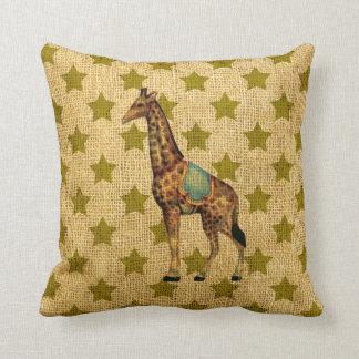 Almofada Girafa do circo do vintage em estrelas verdes