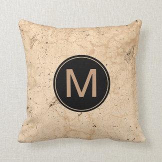 Almofada Grunge bege rústico textured com monograma feito