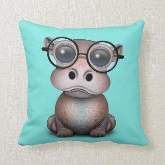Almofada Hipopótamo Nerdy bonito do bebê que veste vidros