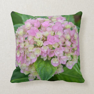 Almofada Hydrangea e folhas cor-de-rosa e verdes