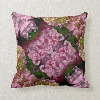 Almofada Hydrangeas cor-de-rosa e de creme