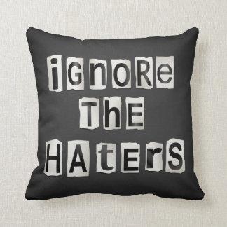 Almofada Ignore os haters.