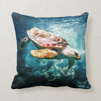 Almofada Imagem subaquática do oceano bonito da tartaruga