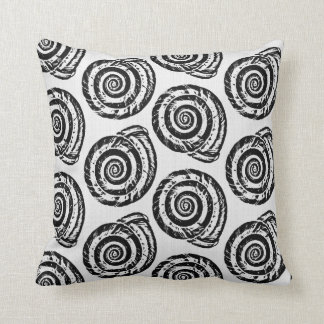 Almofada Impressão de bloco espiral do Seashell, preto e