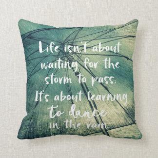 Almofada Inspiração: Dança nas citações da chuva