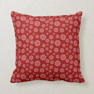 Almofada Inverno vermelho bonito do teste padrão dos flocos
