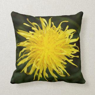 Almofada Jardim amarelo do Wildflower do dente-de-leão