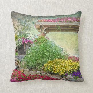 Almofada jardim floral com treliça