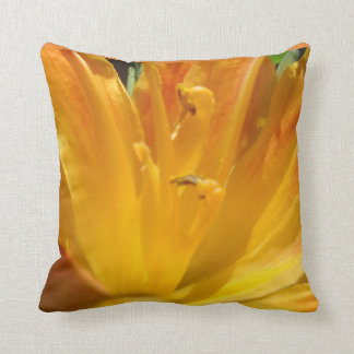 Almofada Lírio de tigre amarelo alaranjado