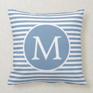 Almofada Little Boy azul e o branco listram o monograma