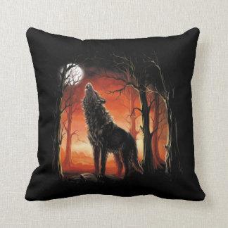 Almofada Lobo do urro no travesseiro decorativo do por do
