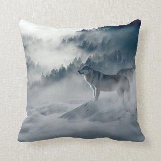 Almofada Lobos na paisagem nevado do inverno