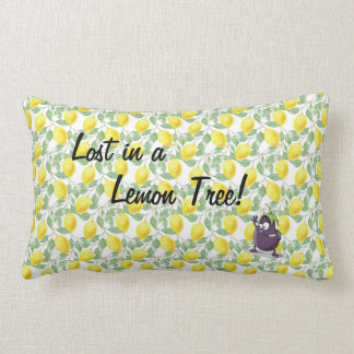 Almofada Lombar Beringela perdida em um travesseiro decorativo da