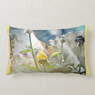 Almofada Lombar Botão do rosa amarelo no travesseiro decorativo