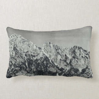 Almofada Lombar Cena coberto de neve preta & branca da cordilheira