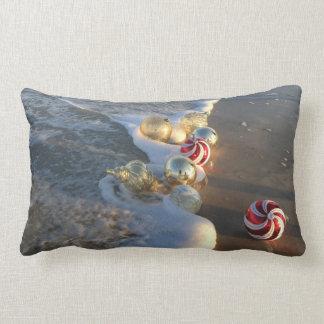 Almofada Lombar Decorações do Natal no surf do oceano