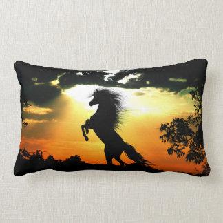 Almofada Lombar Elevando a silhueta do cavalo